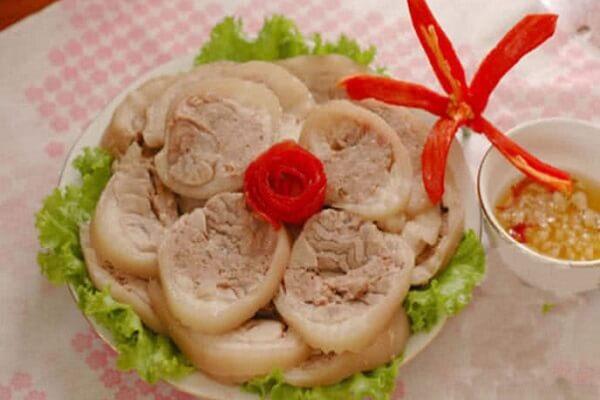 Thịt chân giò luộc ăn sẽ không bao giờ có cảm giác ngán ngẩm, vì đây là món rất dễ ăn