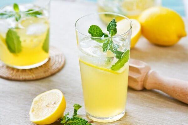 Chanh có rất nhiều axit tốt, giúp giải rượu nhanh