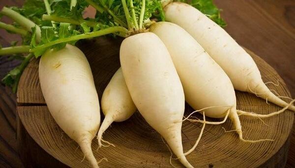 Nguyên liệu chính cho món củ cải muối dĩ nhiên không thể thiếu những củ cải ngon đảm bảo chất lượng