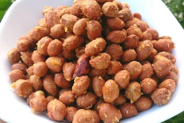 2 cách làm đậu phộng rang muối, đậu phộng rang tỏi ớt khô ráo thơm ngon đơn giản ăn không mập