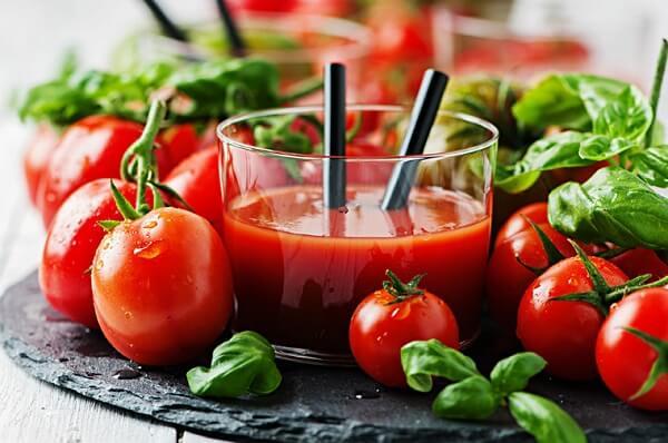 Nước ép cà chua giúp giải rượu bia hiệu quả
