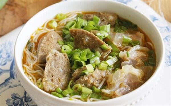 Cách nấu bún bò Huế với gân bò, bắp bò chuẩn vị xứ Huế miền Trung