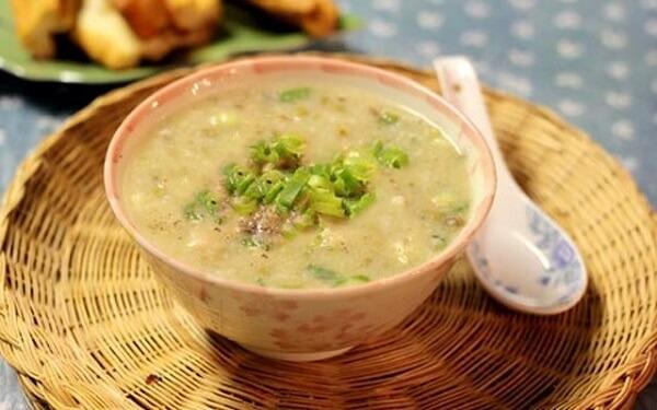 Món cháo nấu từ thịt ếch và rau cải thìa là món vô cùng bổ dưỡng