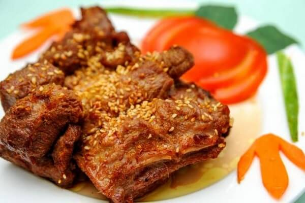 2 cách làm dê nướng sa tế, thịt dê nướng tảng thơm ngon với công thức ướp bí truyền