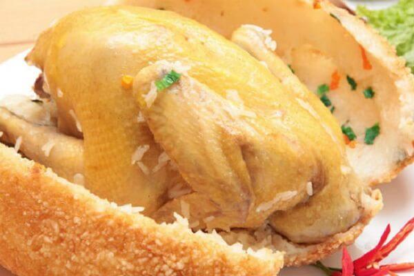 Những con gà được chế biến cầu kỳ kết hợp với xôi
