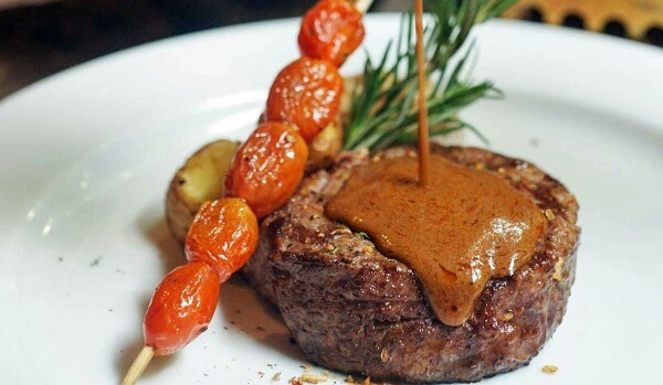 Thịt bò ở New York Steakhouse rất thơm ngọt, ăn kèm cùng khoai tây nghiền kiểu Mỹ