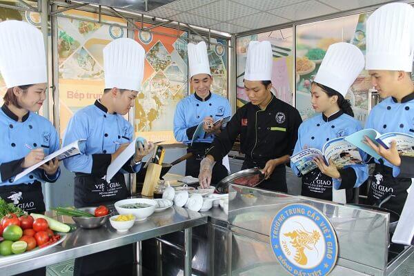 Trường Trung Cấp Việt Giao - Quận 10, TP. Hồ Chí Minh