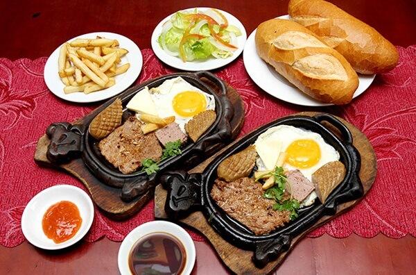 Cách làm bò bít tết ăn với bánh mỳ.