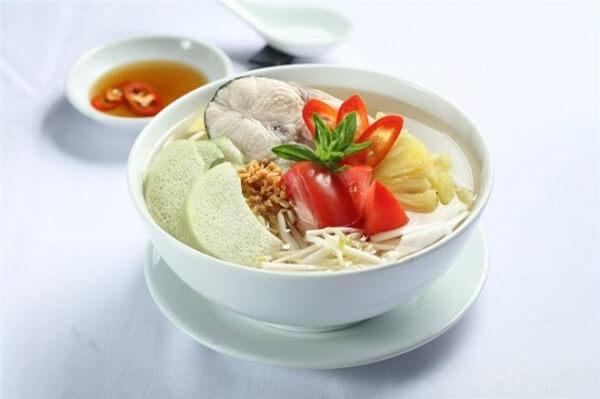 Canh cá nấu chua thanh mát, dễ ăn giúp đổi vị cuối tuần