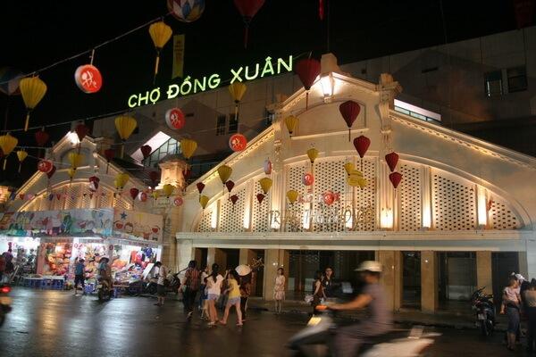 Chợ Đồng Xuân – địa điểm shopping tuyệt vời