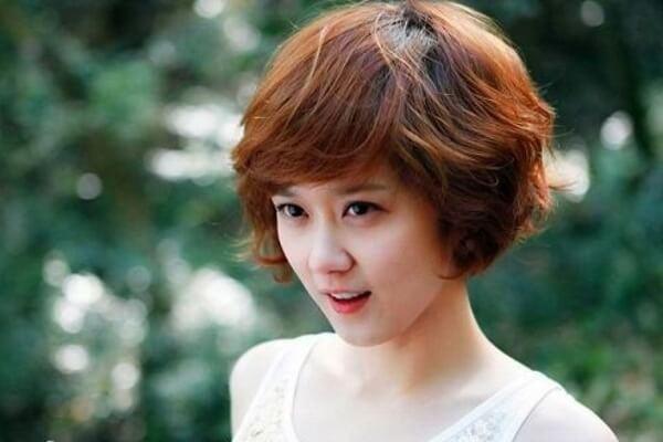 Các kiểu tóc ngang vai ngắn mái thưa Hàn Quốc phù hợp khuôn mặt tròn, mặt dài nữ