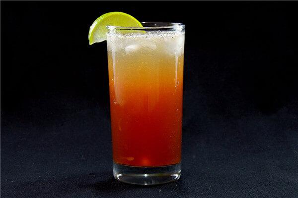 Đến Singapore, đừng quên thử Cocktail Sling nổi danh tại nơi này nhé