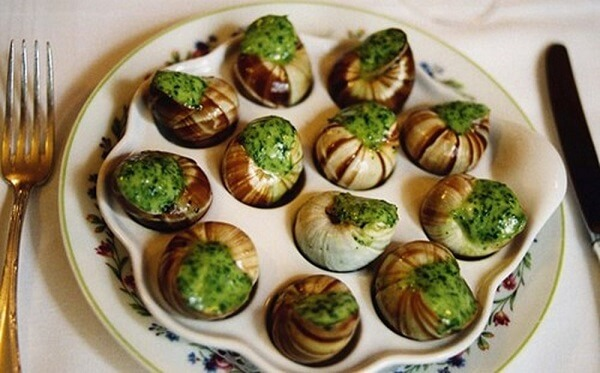 Ốc sên nướng là món ăn thượng hạng trong nhà hàng được chế biến rất công phu và cầu kì