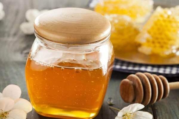 Mật ong là một thực phẩm tốt cho sức khỏe và có nhiều tác dụng làm đẹp.