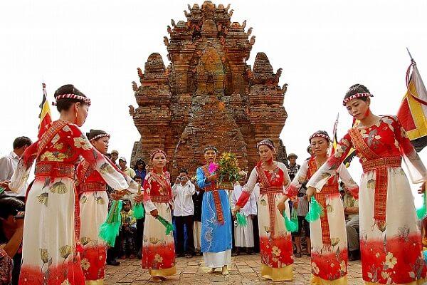 9 món ăn truyền thống ngày Tết của các dân tộc Việt Nam như Tày, Thái, dân tộc Dao, Nùng...