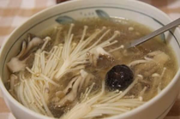 Món canh xương hầm nấm