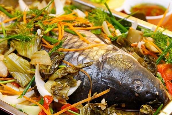 Canh cá chép om dưa thưởng thức với cơm nóng sẽ càng tuyệt vời hơn