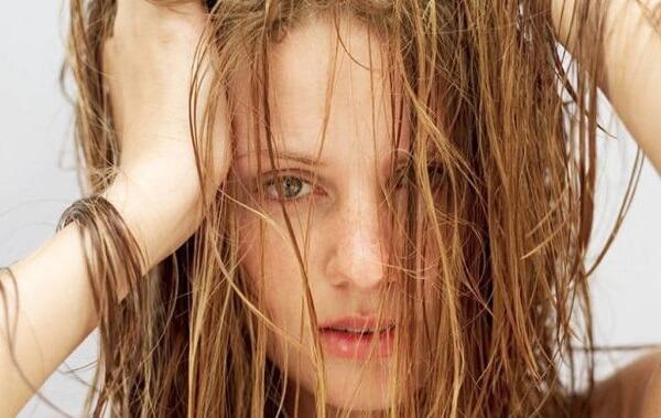 5 cách làm thẳng tóc không cần máy, làm tóc thẳng như ép như duỗi ngay tại nhà