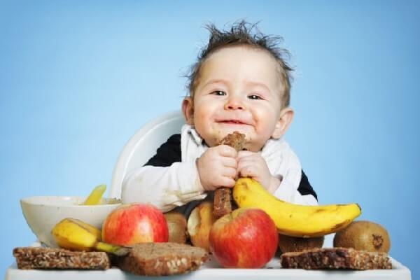 Cách cho bé ăn trái cây đúng cách hiệu quả mẹ nên biết