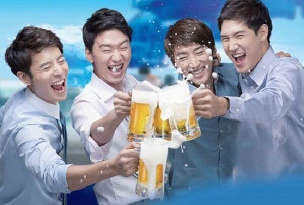 Say rượu bia thường đi kèm với tình trạng đau đầu, mệt mỏi, đặc biệt là buồn nôn