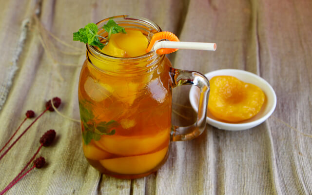 Công thức pha trà đào chuẩn nhà hàng với đào ngâm nước đường.