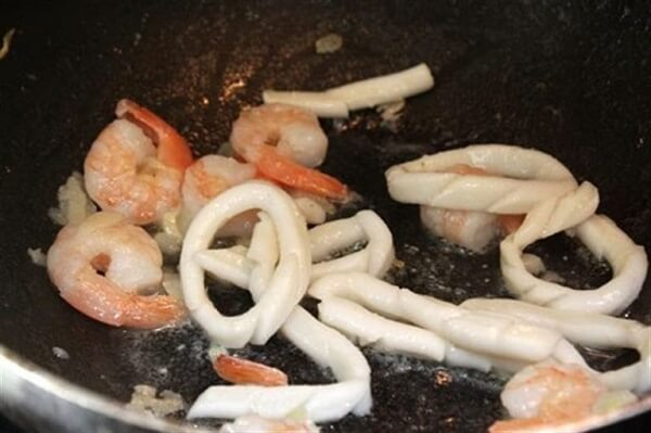 Xào tôm và mực - cách làm sốt spaghetti