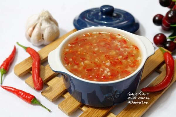 Chúc các bạn thực hiện làm nước chấm chua ngọt thành công!