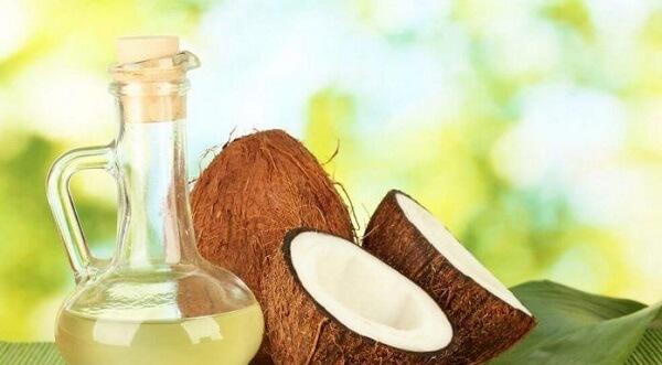 Liệu trình dày tóc với dầu dừa.