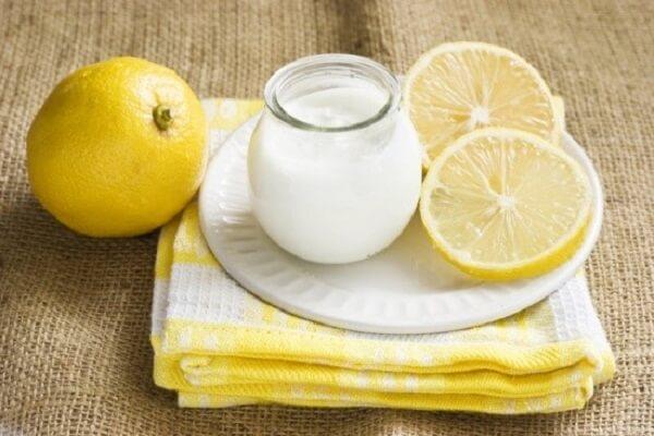 Cách làm trắng da với chanh và sữa tươi.