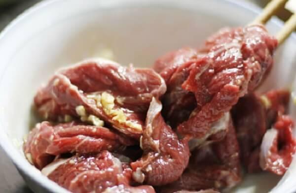 Bạn ướp thịt bò làm món thịt bò sốt vang