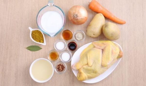 Chuẩn bị nguyên liệu cho món cà ri gà – ga nau cari