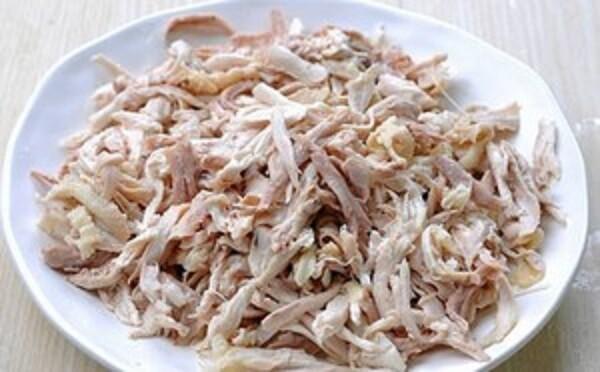 Cách nấu cháo gà ngon – xé thịt gà