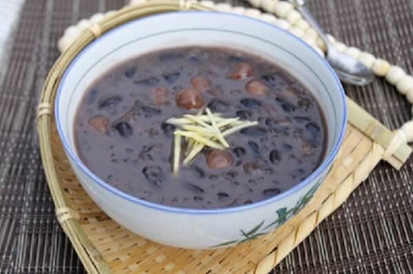 Cách nấu chè đỗ đen đường phèn nước cốt dừa tại nhà