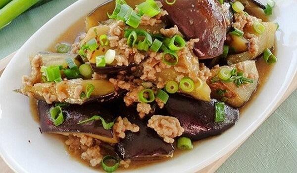 Cà tím xào thịt là món ăn nhiều chất dinh dưỡng rất tốt cho mọi người - 2 cách làm cà tím xào thịt bò, thịt ba chỉ, cà tím xào tỏi chua ngọt thơm ngon lạ miệng bữa cơm gia đình