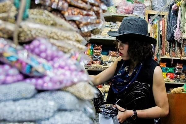 Du khách khám phá khu chợ Đại Quang Minh