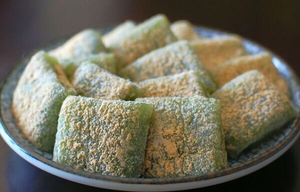 Bánh Mochi cỏ xanh được làm từ cây ngải cứu