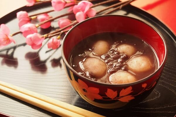 Giống như chè trôi nước nhưng Oshiruko được thưởng thức như soup ngọt