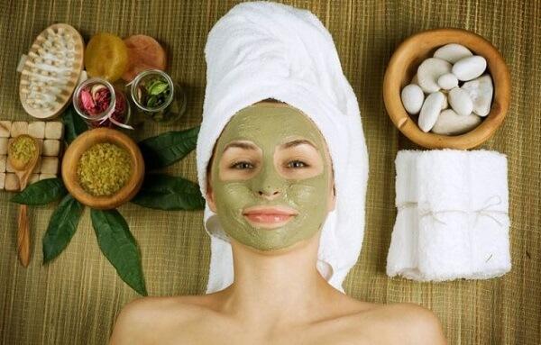 Nên làm sạch da trước khi đắp mặt nạ.
