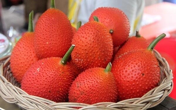 Gấc được sử dụng như một loại thực phẩm tạo màu trong các món ăn