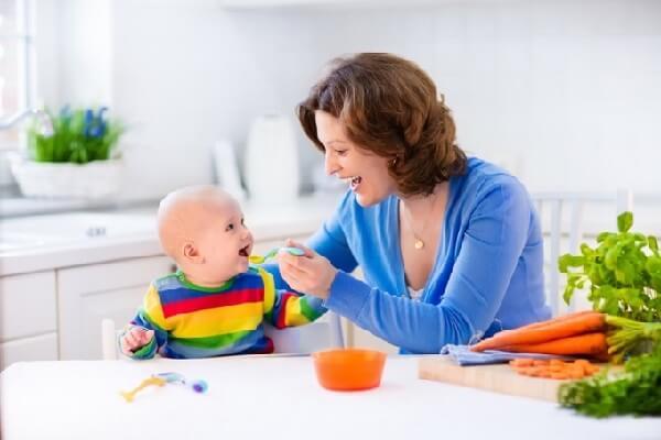 Nắm vững kiến thức khi cho bé tập ăn dặm giúp bé phát triển tốt và toàn diện hơn