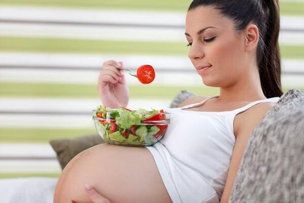 Các chị em nào mang thai nhớ lưu ý ăn uống đúng giờ và đầy đủ nhé