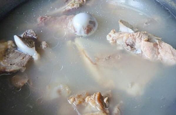Ninh nước dùng xương – cách nấu lẩu bò ngon