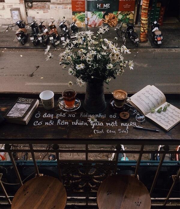 Ngôi nhà có cái tên Hoa 10 Giờ, vừa là Shop hoa vừa là tiệm cà phê đó.