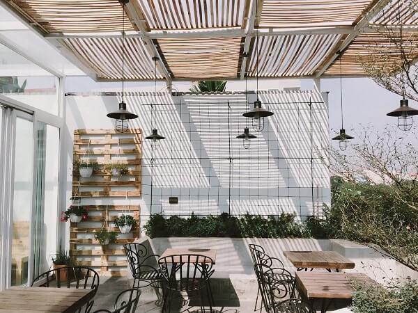 Trước đây, Cup of Tea Café & Bistro nằm trên phố Linh Lang