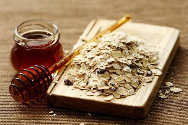 Mặt nạ mật ong và bột yến mạch