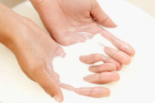 Cách bảo vệ da sau khi rửa mặt bằng sữa tươi