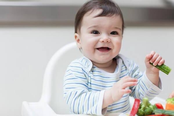 Ăn dặm kiểu Nhật cho bé 4 tháng cần lưu ý bé chưa ăn được nhiều