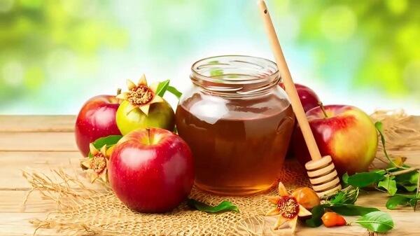 Dùng mật ong giúp sát khuẩn, nặn mụn xong có nên bôi mật ong không