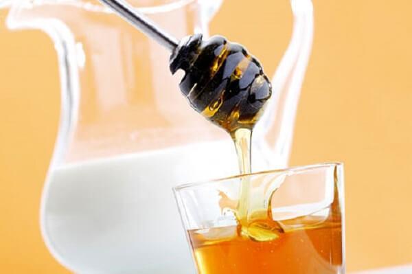 Mật ong và sữa giúp tăng cân.