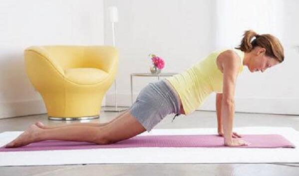Bài tập yoga cho bà bầu tư thế chống đẩy